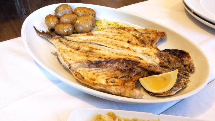 dourada grelhada peixe zomato