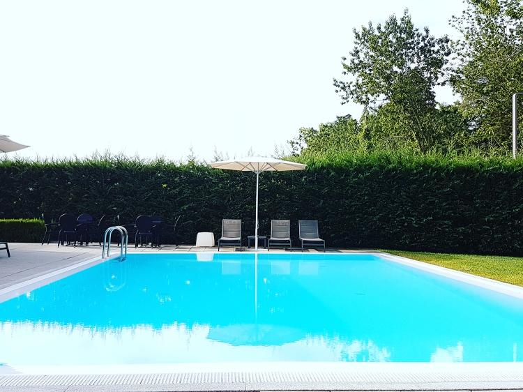 piscina exterior.jpg