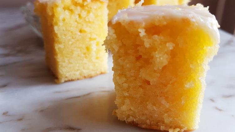 quadrados de brownie de limão
